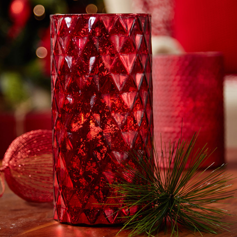 red-diamnd-candle-holder